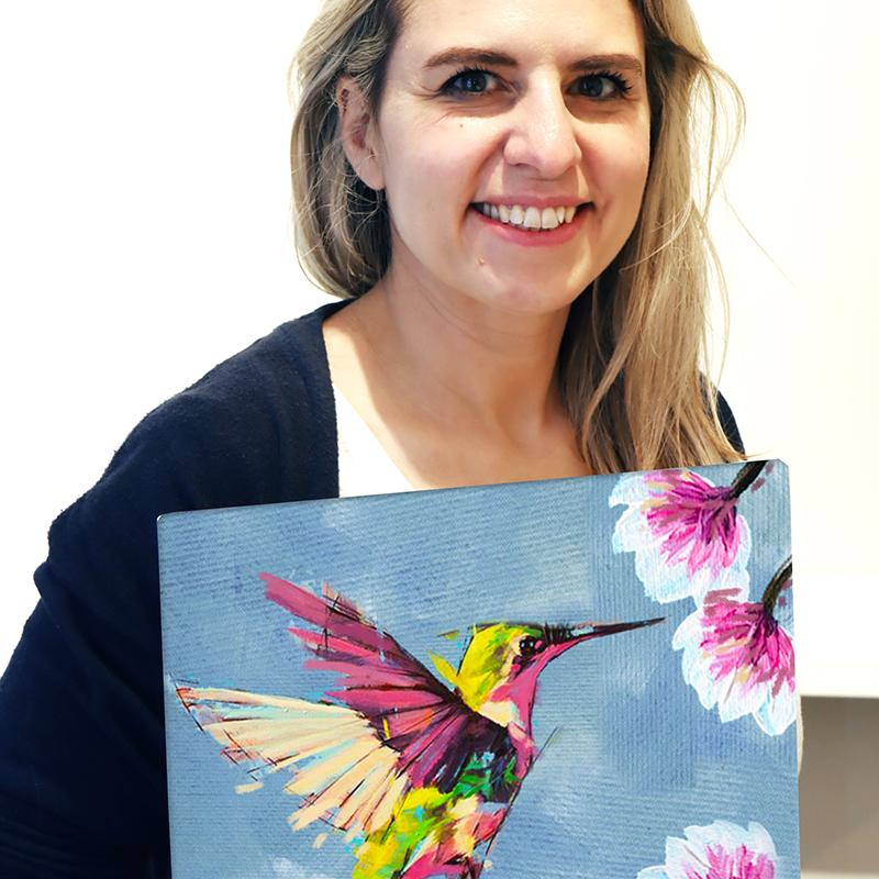 Desiree Hackl mit Kolibri Leinwand